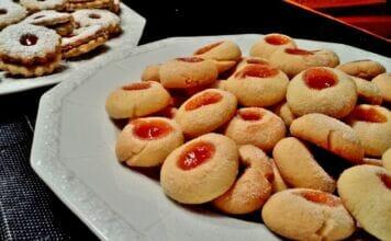 Ricetta biscotti al burro con marmellata uno tira l'altro
