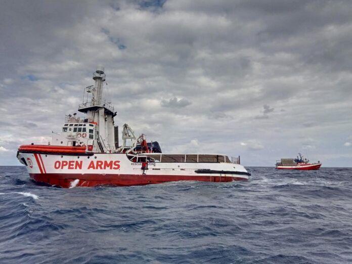Si cercano i dispersi del naufragio a Lampedusa