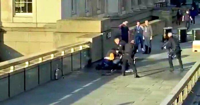 Londra: due morti sul London Bridge. Il colpevole è un Terrorista.