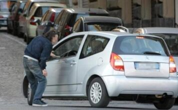 Taranto: denunciato parcheggiatore abusivo
