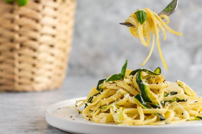 Linguine con crema di zucchine e basilico