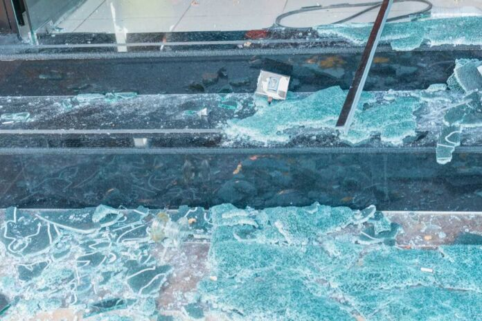 Una bomba al centro scommesse in via Marche a Taranto