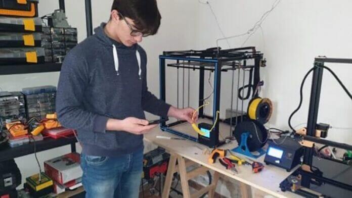 700 visiere con stampanti 3D