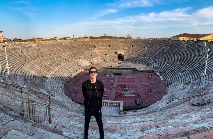 Diodato, l'omaggio a Modugno in un'arena di Verona completamente vuota