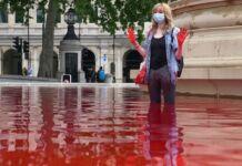 Fontane di Londra tinte di rosso