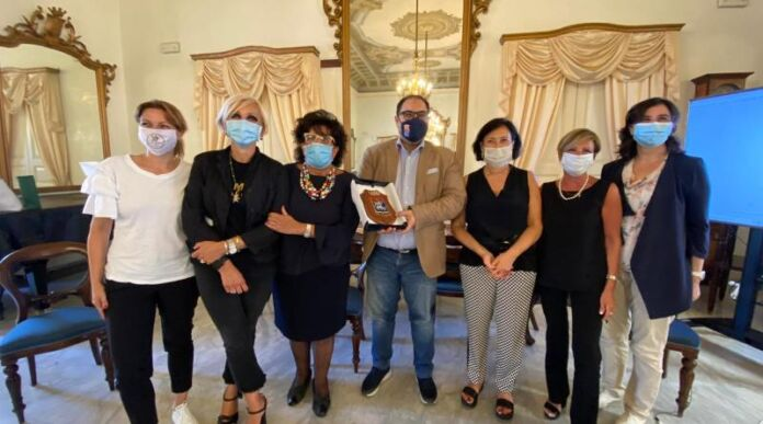 Taranto - Melucci gruppo donne