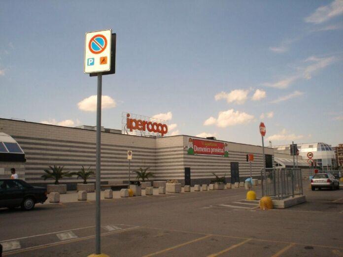 Taranto: furto all'Ipercoop in una gioielleria
