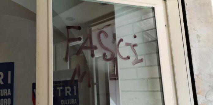 Martina Franca: comitato Fdi imbrattato da vandali