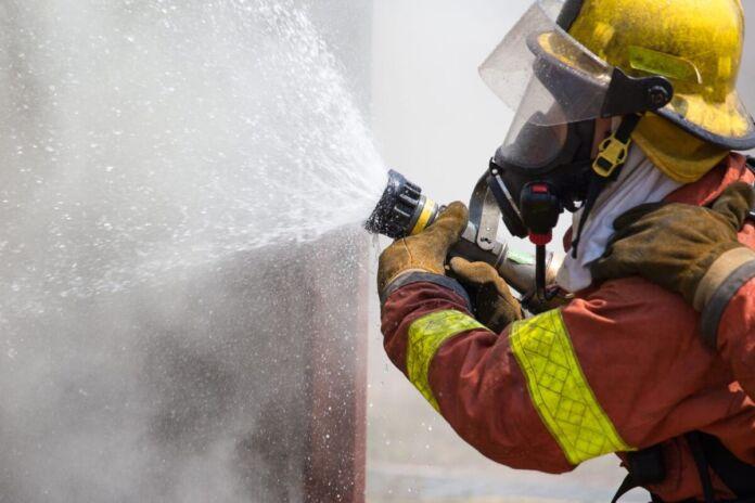 Lama: salvati coniugi da villetta in fiamme