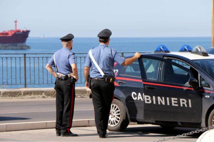 Taranto carabinieri arrestano ladro che tenta di rubare in gelateria