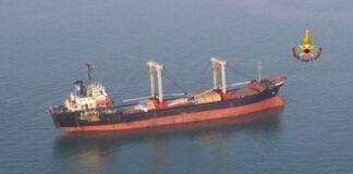 Taranto: incendio su nave cisterna