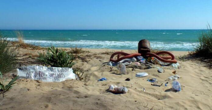 rifiuti abbandonati nelle marine