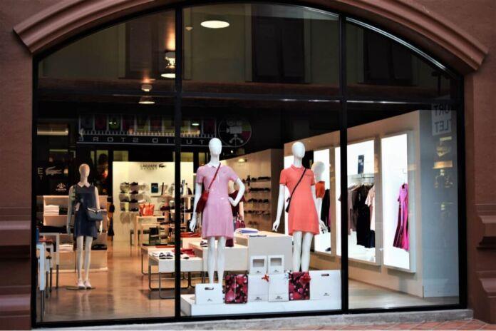 vetrina commerciale nuove collezioni moda