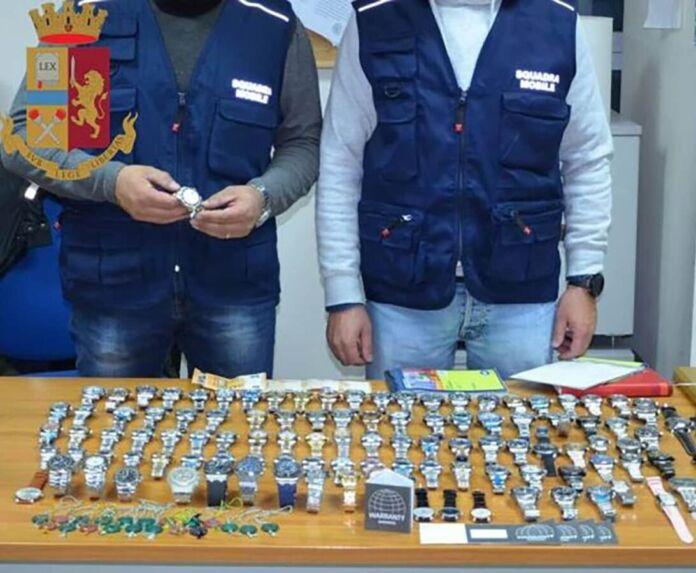 Taranto vendeva falsi Rolex Cartier Patek Philippe - denunciato