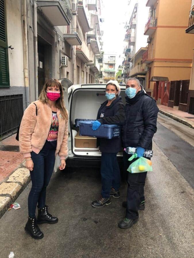 Consegna pasti caldi a Taranto