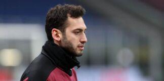 Taranto: Calhanoglu dona la sua maglia al SS. Annunziata