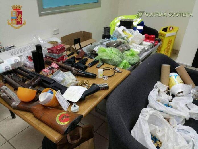 Taranto: scoperte armi, materiale esplosivo e stupefacenti
