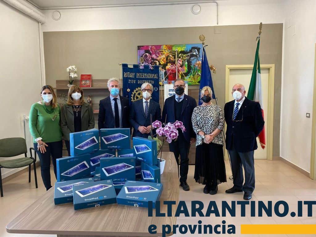 Rotary Club Massafra dona dei tablet