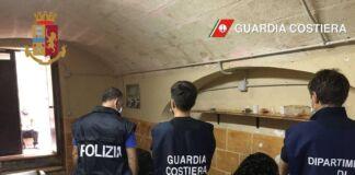 Taranto - scoperto laboratorio segreto per la lavorazione mitiliTaranto- scoperto laboratorio segreto per la lavorazione mitili