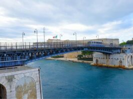 Ponte girevole di Taranto