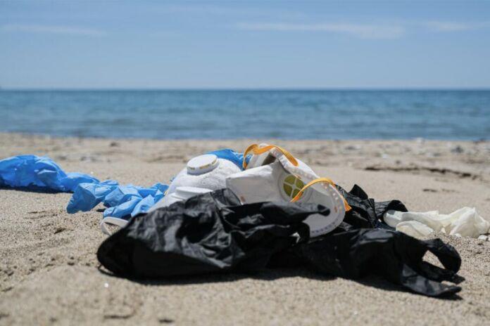 raccolta di rifiuti marini