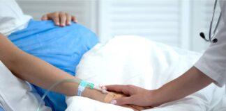 Il bambino della donna incinta folgorata nella doccia sta bene ed è monitorato