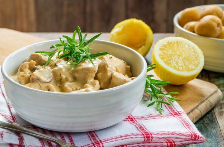 Ricetta bocconcini di Pollo al limone cremosi con rosmarino