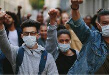 Proteste contro i doppi turni scolastici