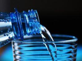 bere tanta acqua al giorno