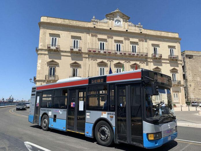Taranto, autista aggredito al volante